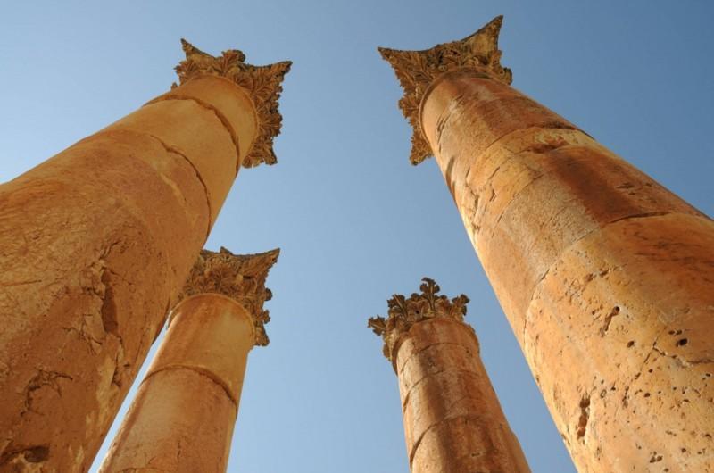 Pod krásnými sloupy Artemidina chrámu.