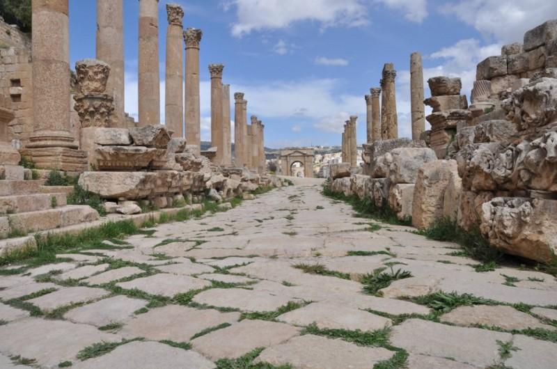 Cardo Maximus v celé své kráse. Nejdokonalejší římská cesta Jerashe.
