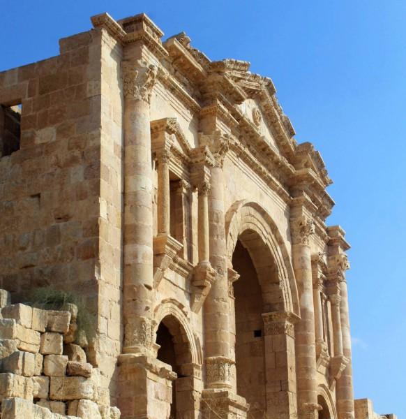 Vítězný oblouk postaven na počest návštěvy císaře Hadriána.
