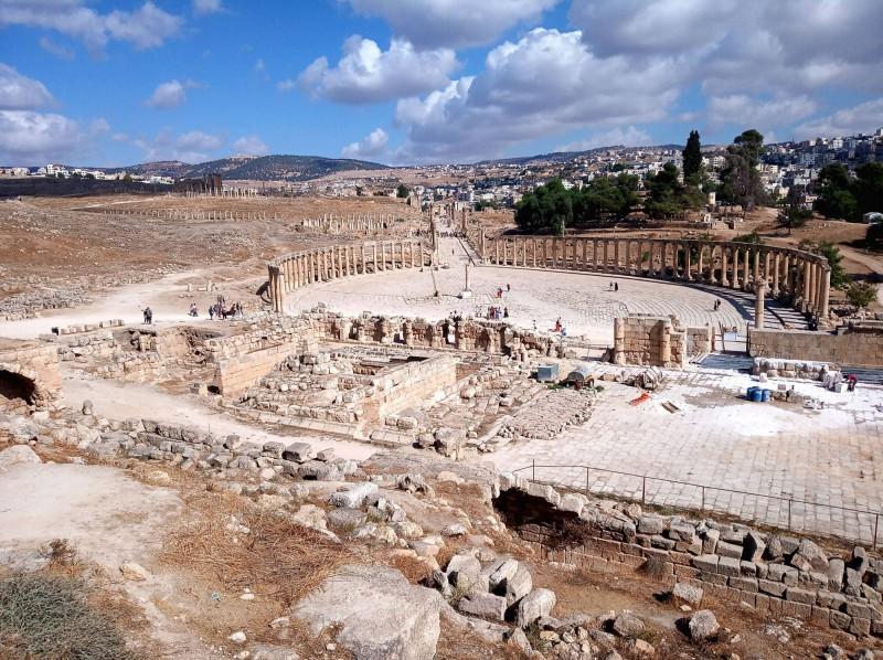 Výhled na fórum z Diova chrámu.