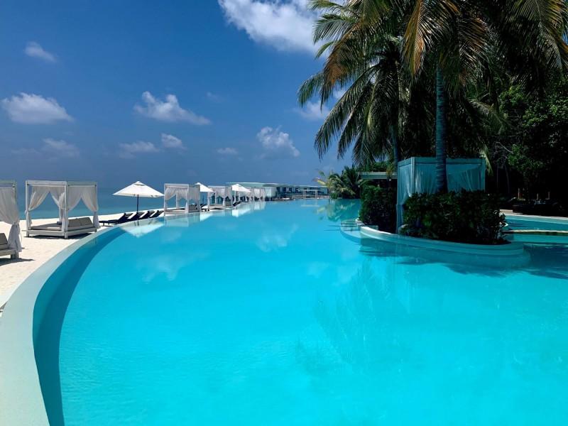 80 metrový bazén v rezortu