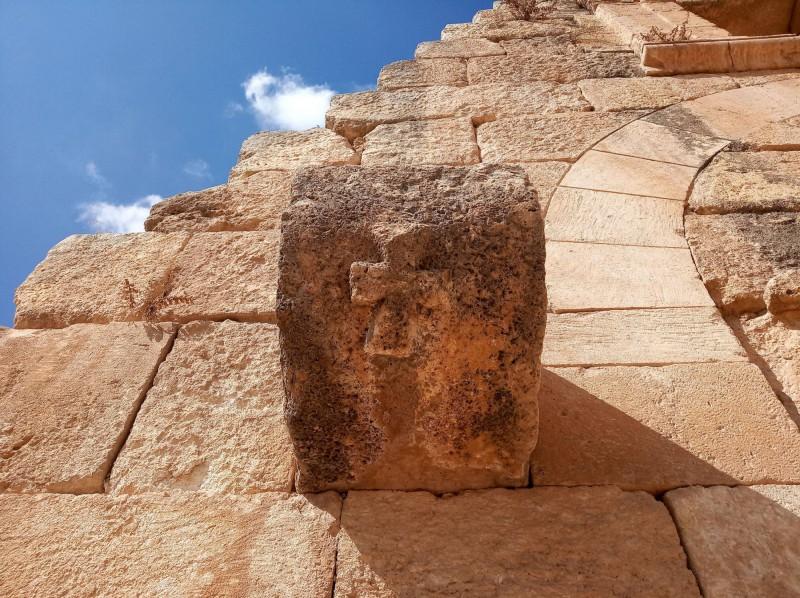 Detailní pohled na první křesťanské symboly Jerashe