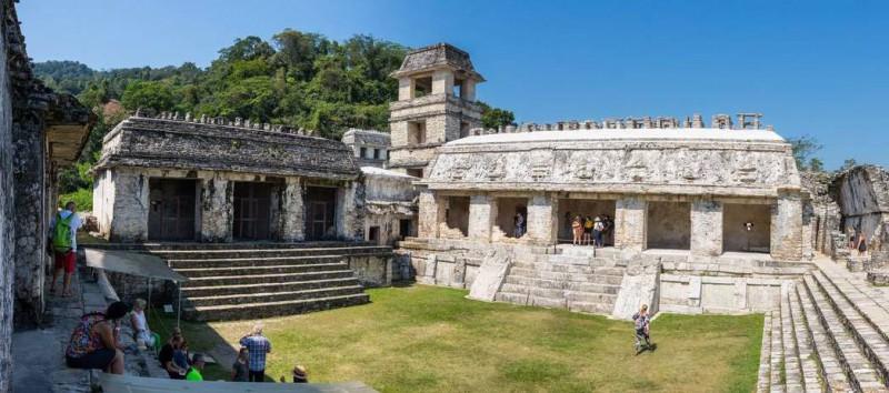 Dominantou starobylého města Palenque je největší stavba Palácio.
