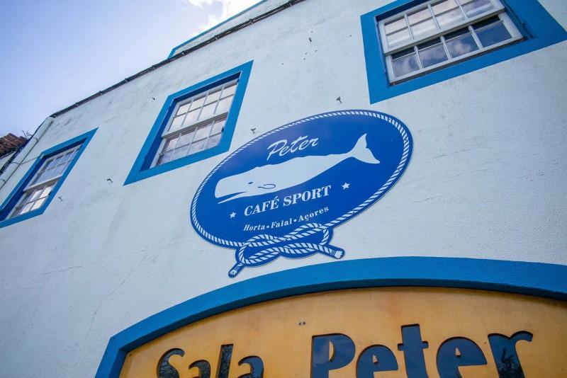 Legendární bar, který má ve znaku velrybu.
