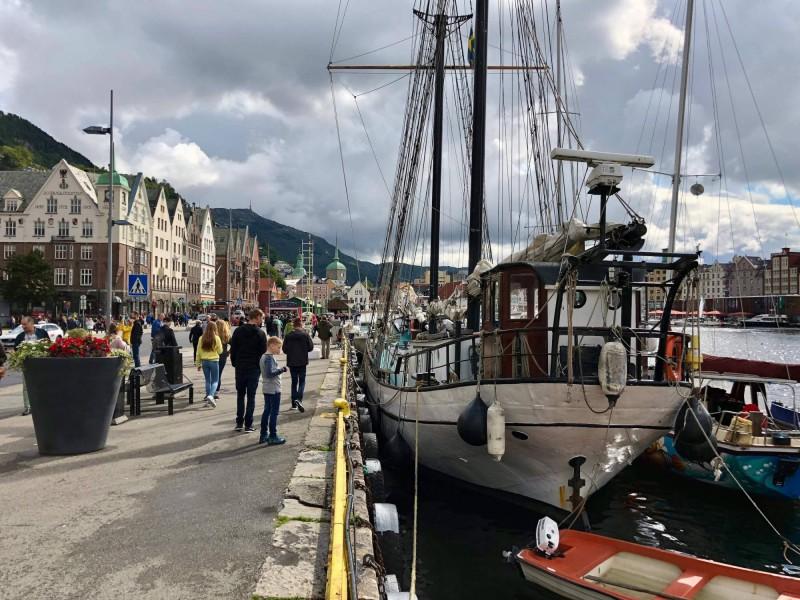 Nábřeží Bergenu s přístavem.