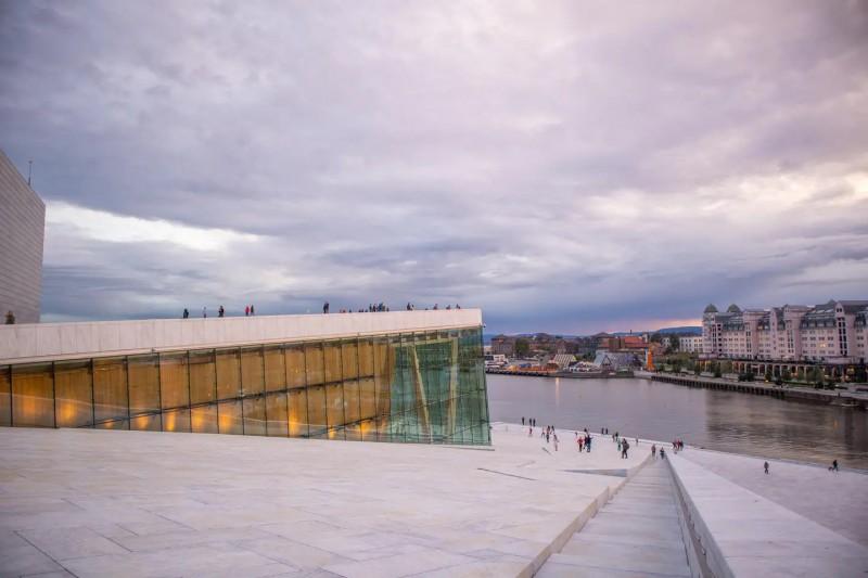 Pohled ze střechy Opery.