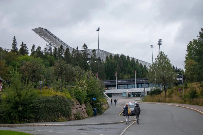Pohled na skokanský můstek v Holmenkollen.