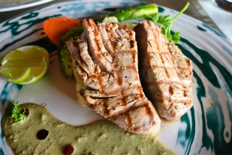 Maledivský steak z čerstvého tuňáka.