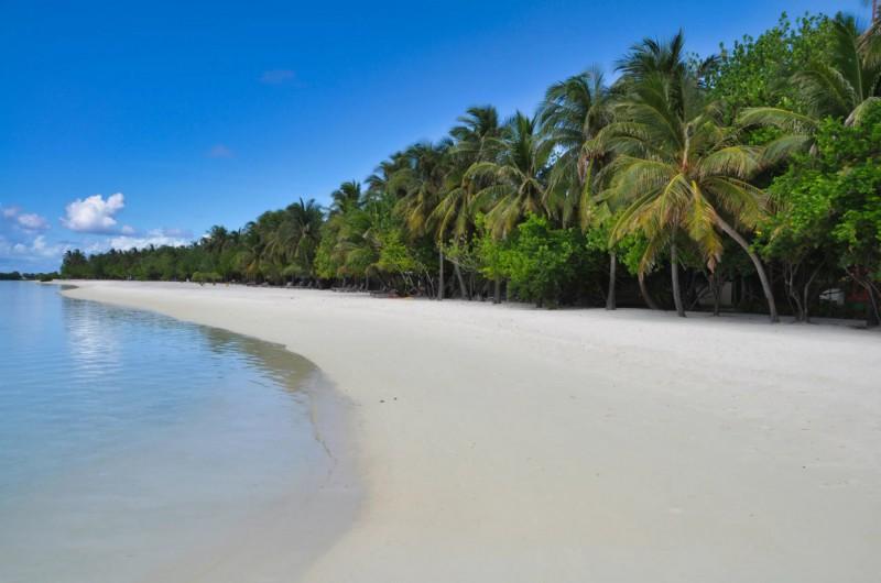 Krásná pláž nedaleko plážového baru bude místo, kam se budete pravidelně vracet.