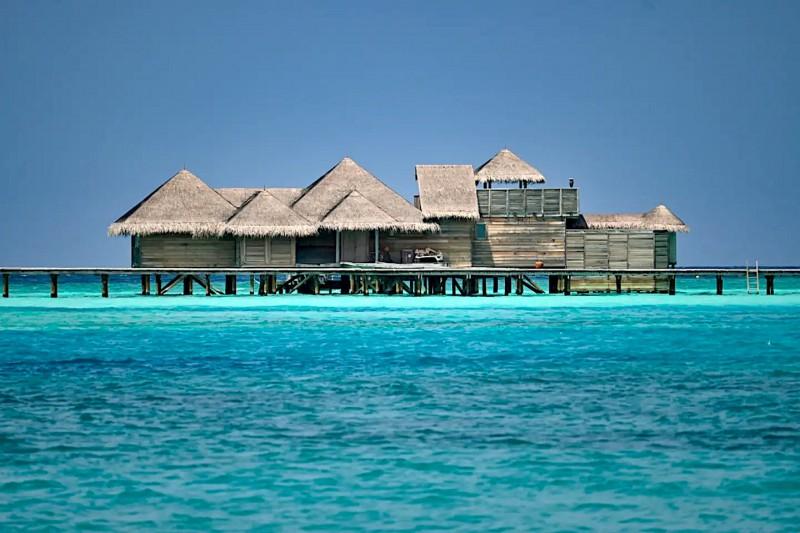 Luxusní vodní vily na Maledivách.