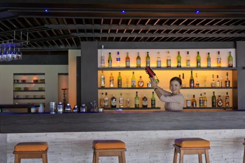 All inclusive bar v Paradise Island.