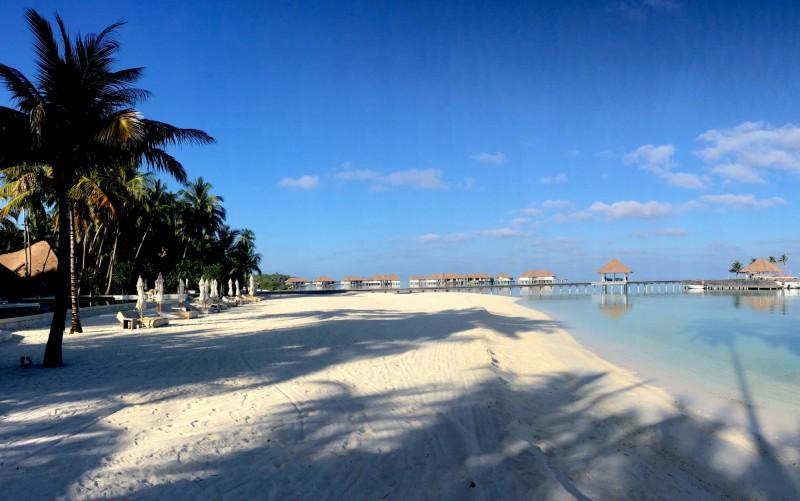 Bíla pláž na Maledivách