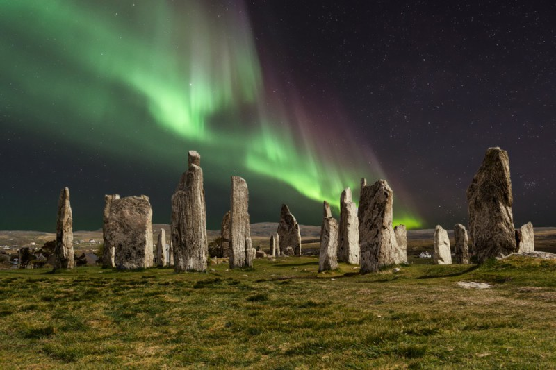 Polární záře nad Callanish Stones, Skotsko