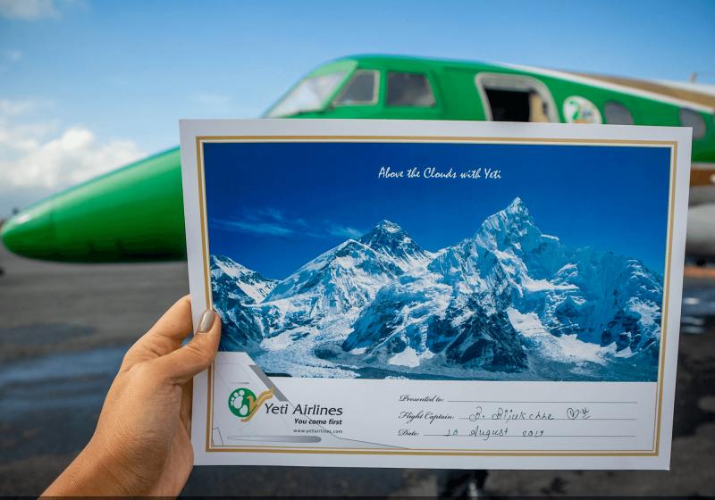 Certifikát podepsaný od pilota po leteckém výletu k Mount Everestu