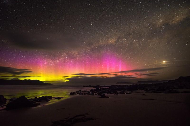 Polární záře nad Cloudy Bay, Tasmánie, Austrálie