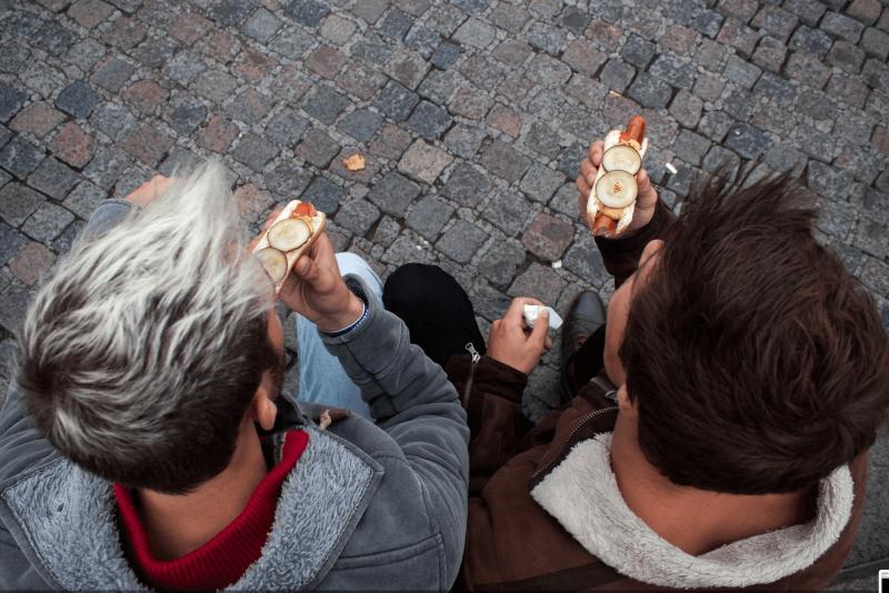 Tradiční dánský hot dog.