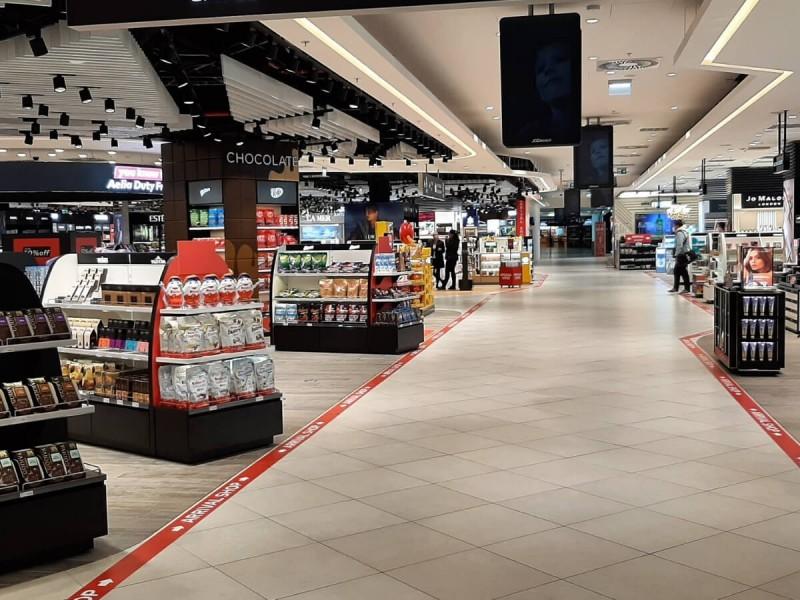 Duty free obchod na letišti v Praze.