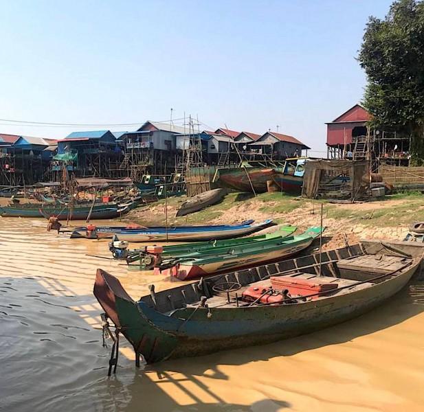 Loďky na jezeře Tonlé Sap.