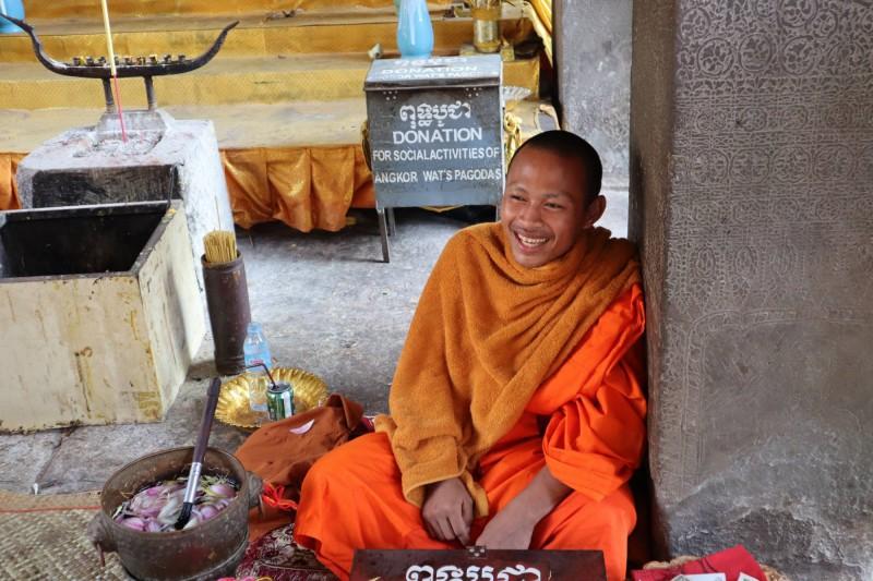 Šťastný s spokojený mnich.