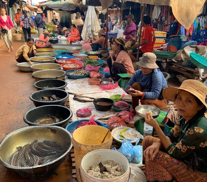 Autentický trh v Kambodži.