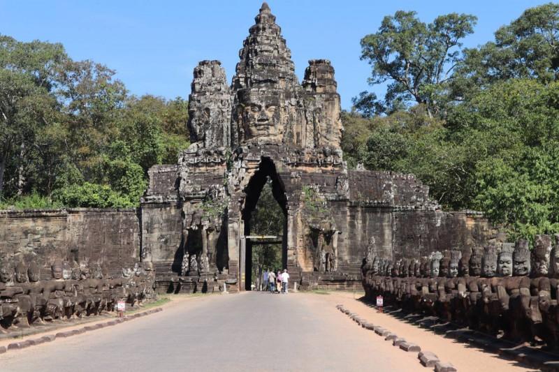 Vstupní brana do města Angkor Thom.