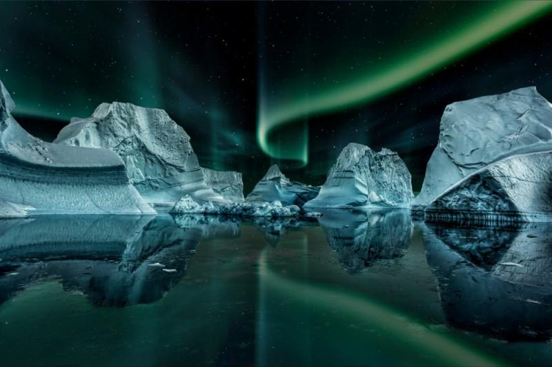Polární záře nad ledovcema v Grónsku