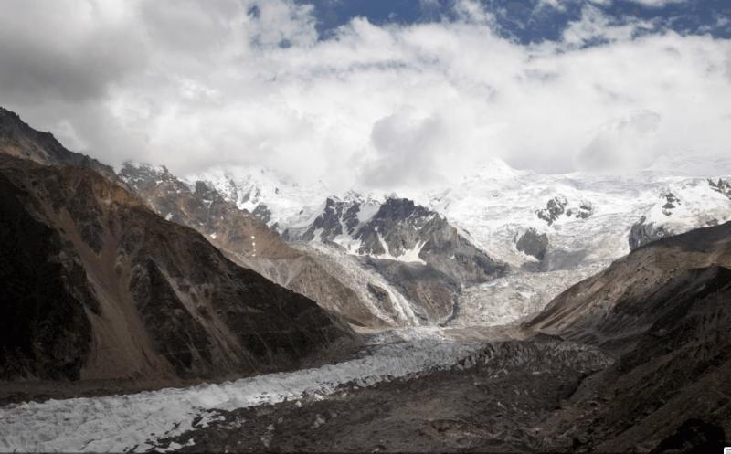 Ledovec pod vrchem Nanga Parbat