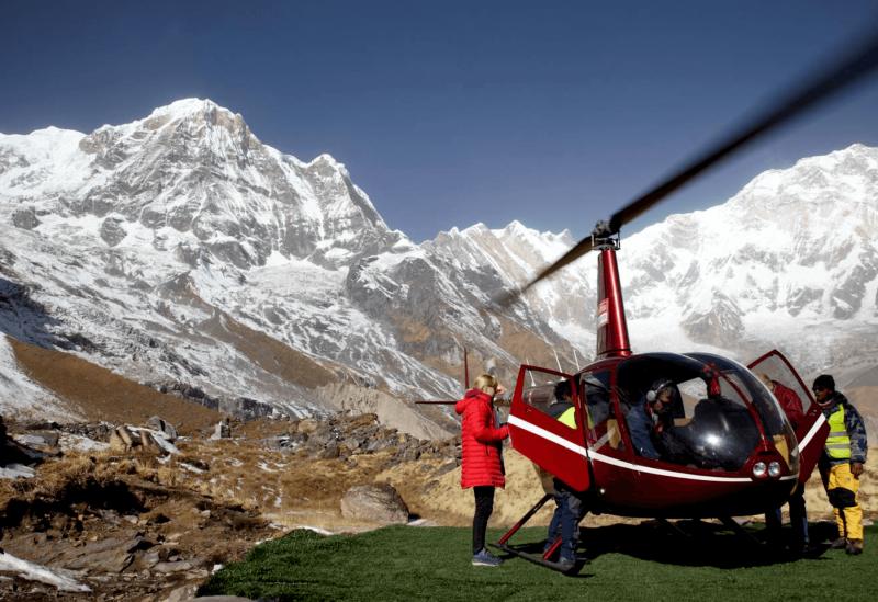 Let vrtulníkem nad Himalájem