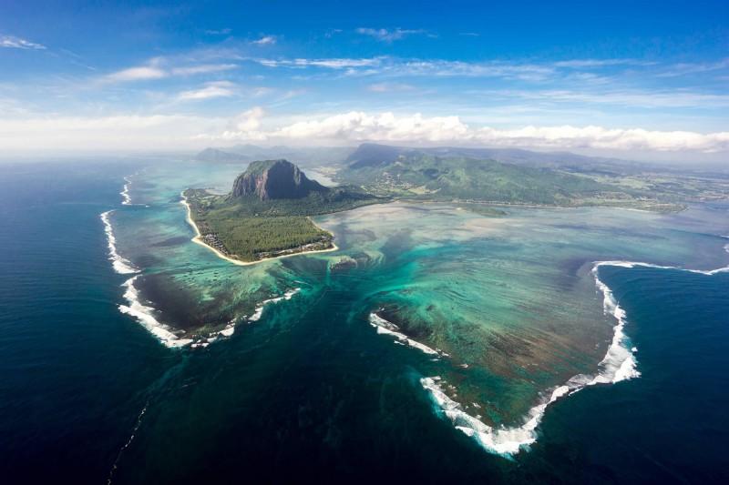 Letecký pohled na jih ostrova Mauricius, kam směřují naše poznávací výlety