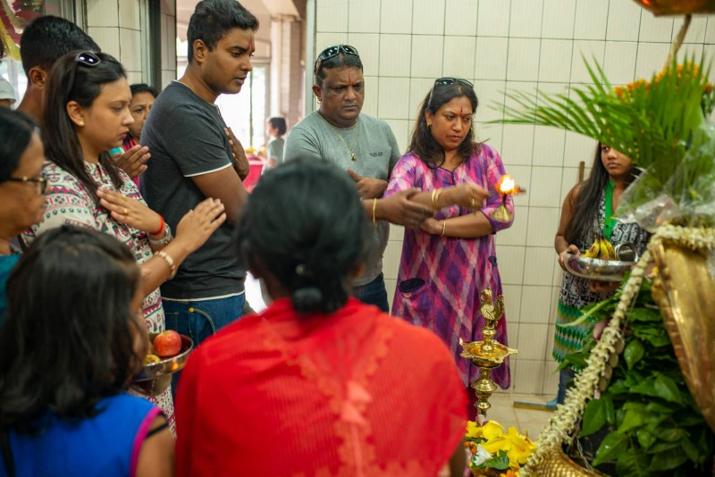 Rodinný hinduistická modlitba.