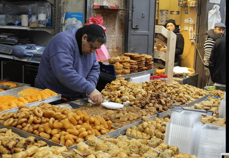 Místní sladkosti na trhu