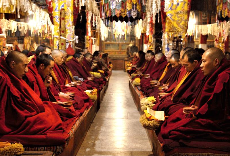 Mnichy v Himalájích
