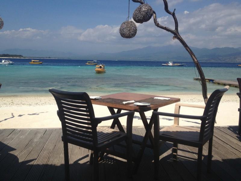 Výhled na ostrov Lombok z pláže