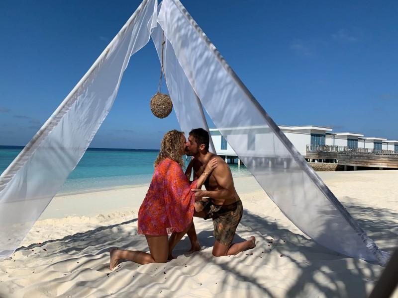 Romantika na pláži na Maledivách