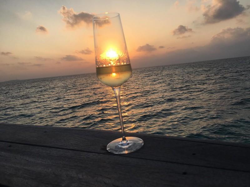 Šampaňské a západ slunce