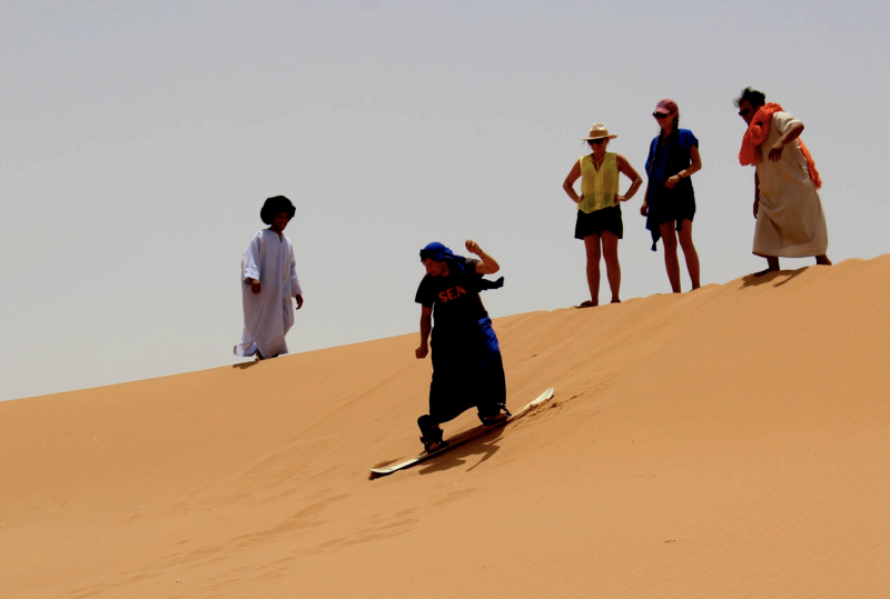 Sandboarding na Sahaře