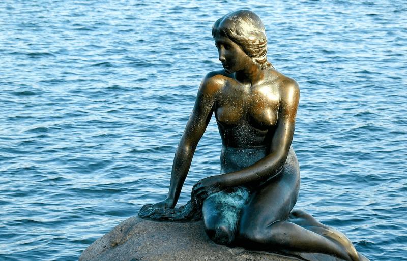 Socha Malá mořská panna v kodaňském přístavu.