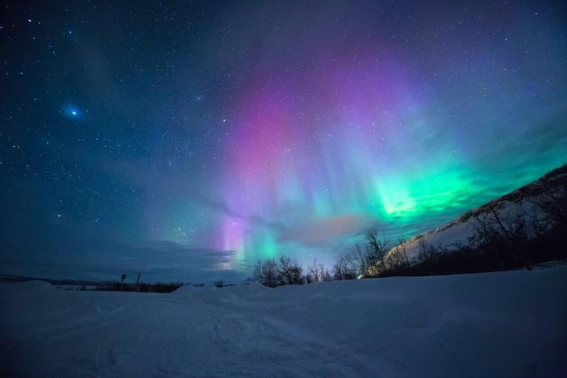 Barevná polární záře v Tromsø, Norsko