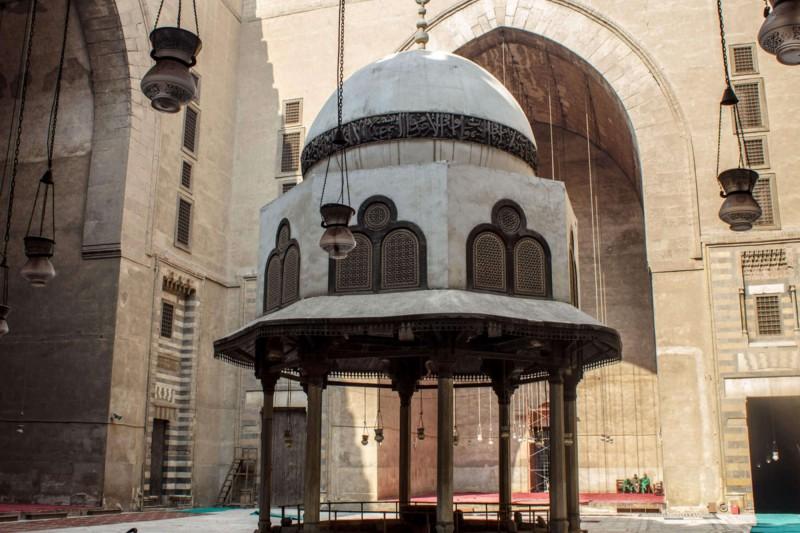 Vnitřek mešity sultána Hassana