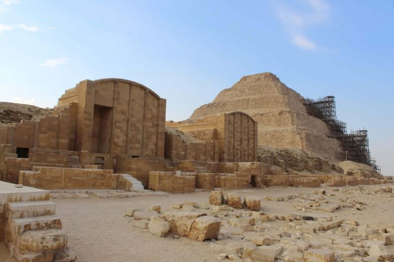Zádušní chrámy stupňovité pyramidy