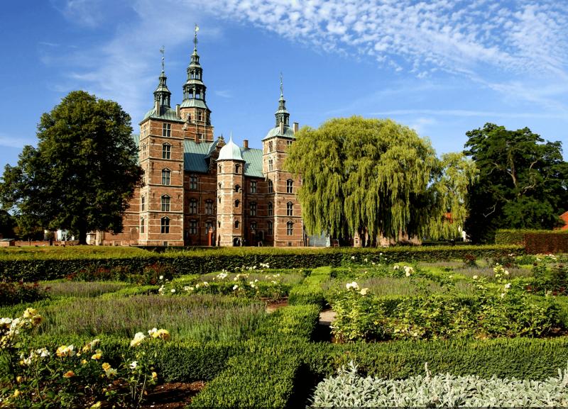 Renesanční zámeček Rosenborg v královských zahradách.