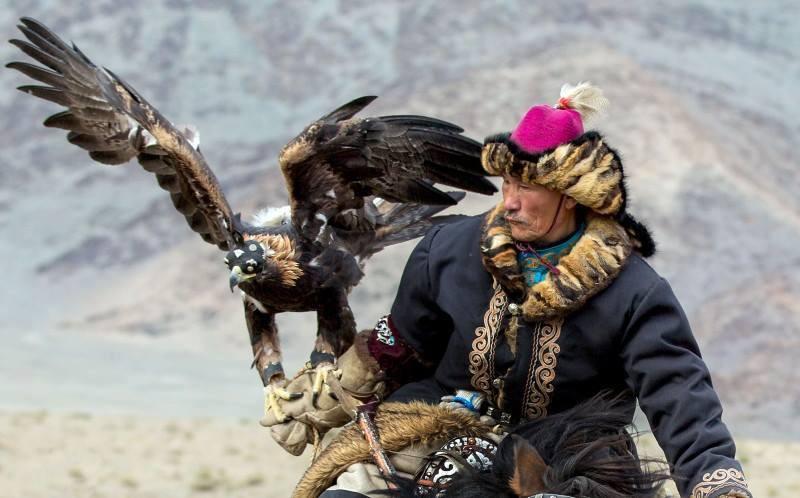 Vztah lovce a jeho orlice je dojemný