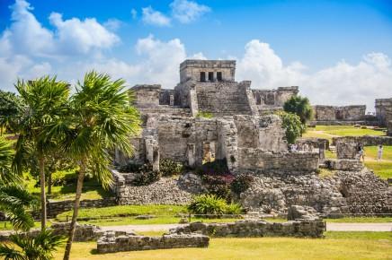 Tulum, jako významné obchodní centrum se nacházelo zhruba 140 km od Cancunu
