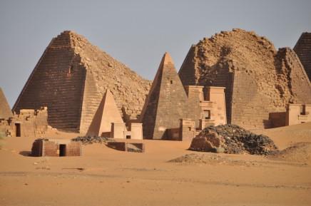 Kolik pyramid napočítáte v Meroe?