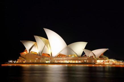 Noční pohled na operu v Sydney