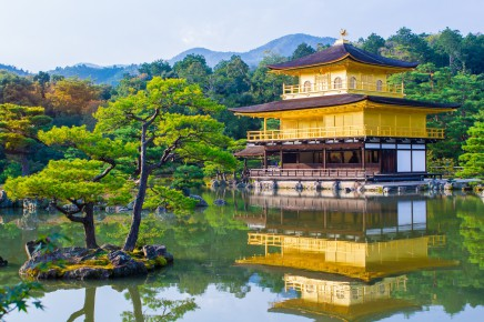 Dostanete se ke zlatému chrámu Kinkaku-ji