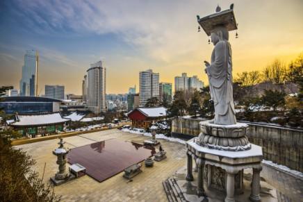Budhistický chrám Bongeunsa v Soulu na úpatí hory Sudo pochází z 8.století
