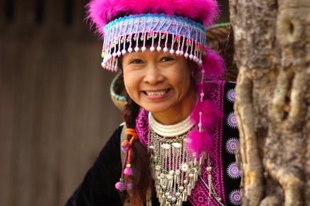 Usměvavý kmen dlouhorkých žen