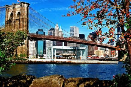 Brooklynský most spojuje Manhattan a Brooklyn