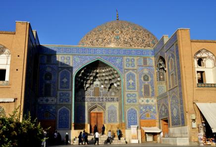 Mešita šejka Lotfolláha je krásná ráno, kdy je ve stínu, i po obědě, kdy se jí dotýkají sluneční paprsky